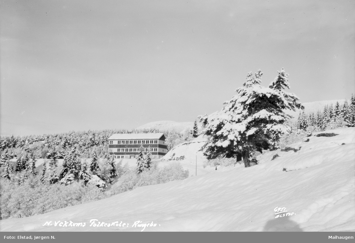 Ringebu. Nord-Vekkom  folkeskule. Vintermotiv.