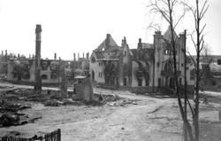Elvarheim etter bombingen. Foto: Erling Syringen/ Glomdalsmuseets fotoarkiv.