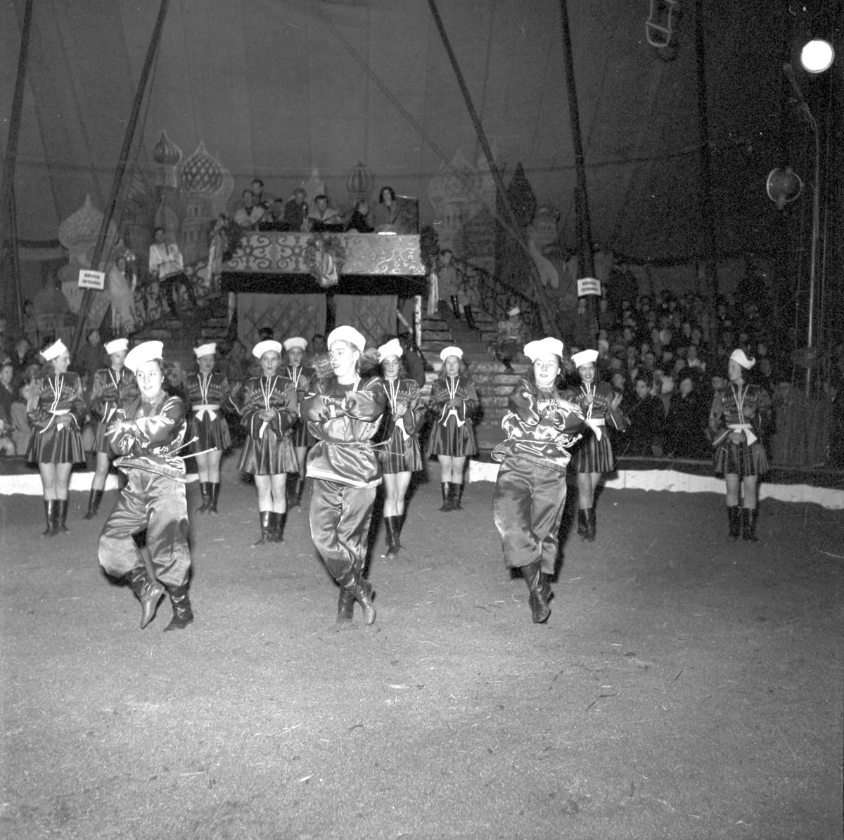 Gävle  På Fisktorget/Hamntorget finns Cirkustältet med Furuviks Ungdomscirkus.