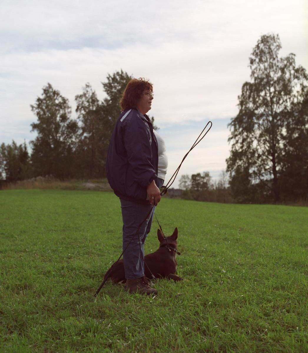 Hunden Ronja sammen med sin eier