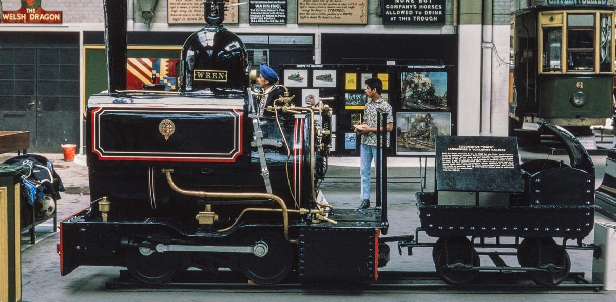 """Wren. Clapham Mus. London. Horwich Works """"Wren""""  Bygget i 1887 sporv 18"""" (457 nmm)   Er senere flyttet til i NRM i York"""