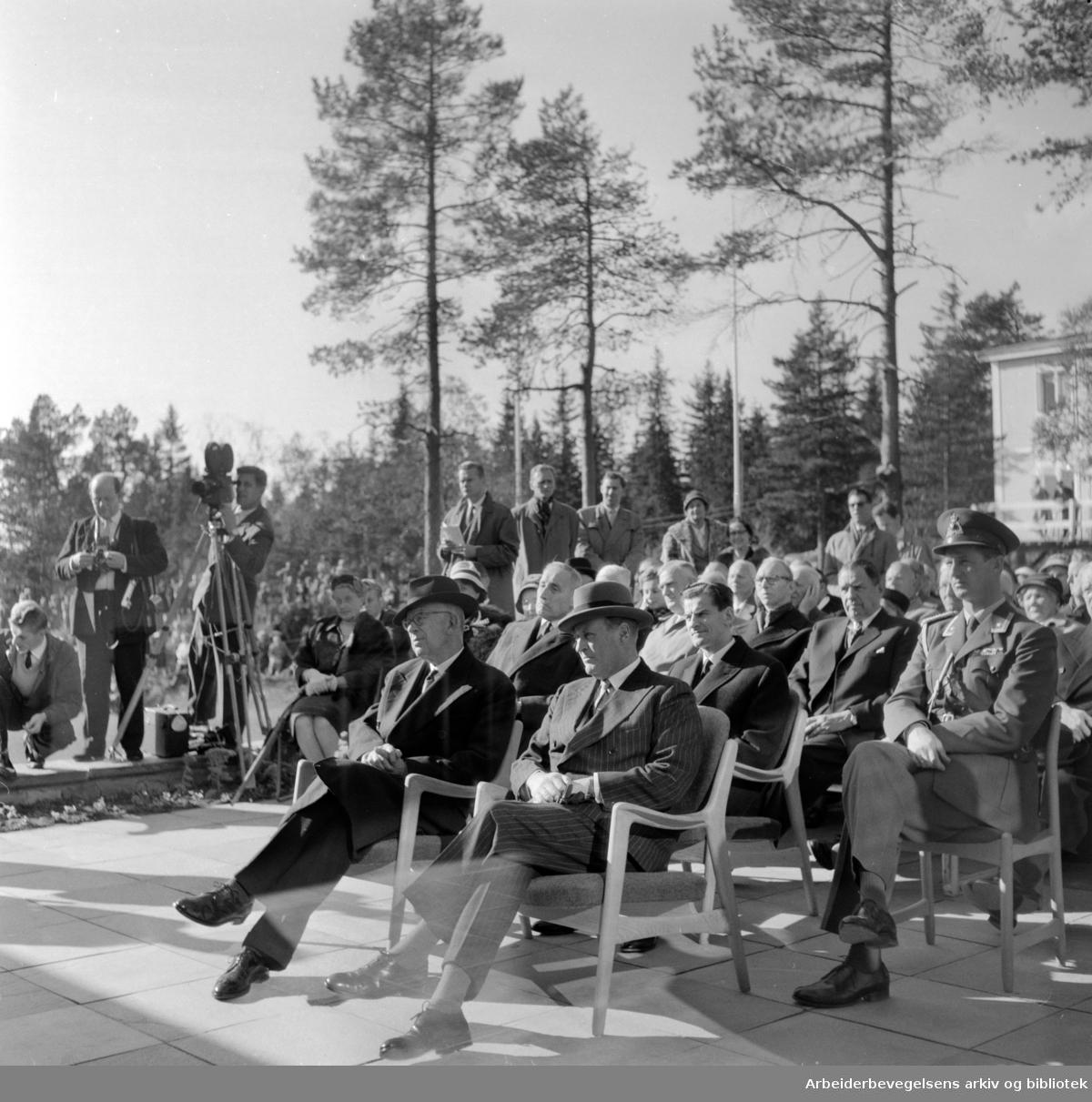 """""""Voksenåsen"""", Norges nasjonalgave til det svenske folk, innvies. Oktober 1960"""