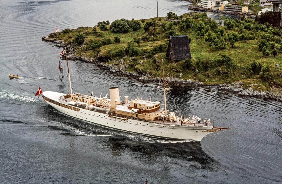 Dannebrog, det danske kongeskipet.