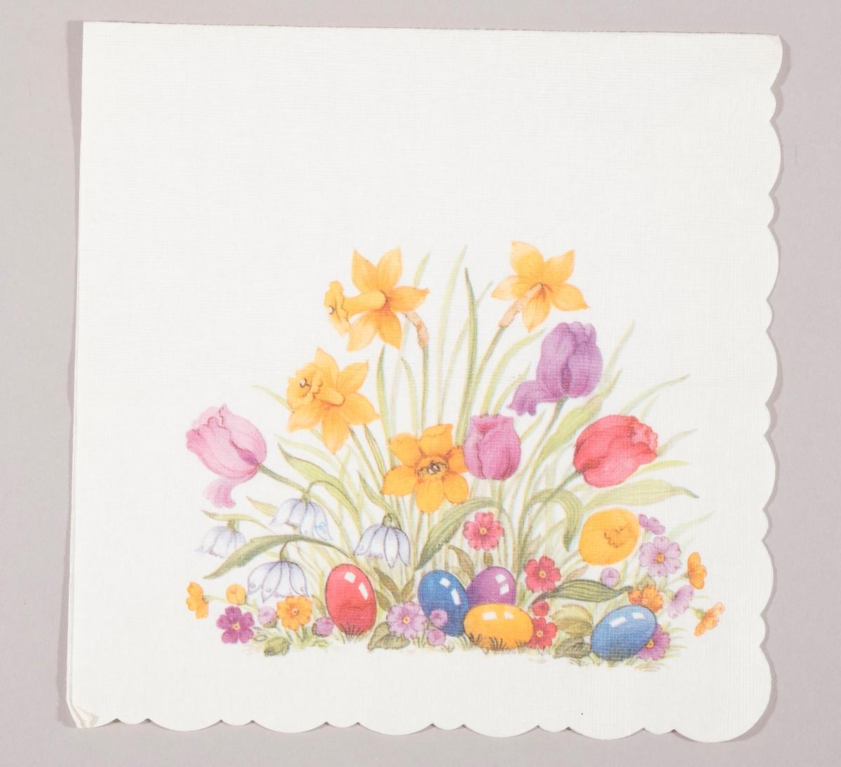 Påskeliljer, tulipaner, snøklokker, små blomster og påskeegg i rød, blå, lilla og gule farger.