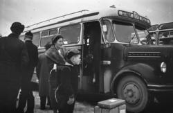 """""""Ved juletider 1958"""".Borgward bussen tilhører Otrøy auto..De"""