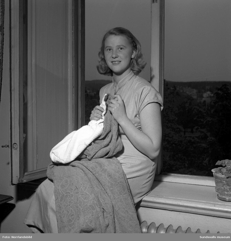 Porträttbilder på fyra unga kvinnor som deltog i tävlingen Medelpads Midsommarflicka 1950, arrangerat av Sundsvalls Tidning.