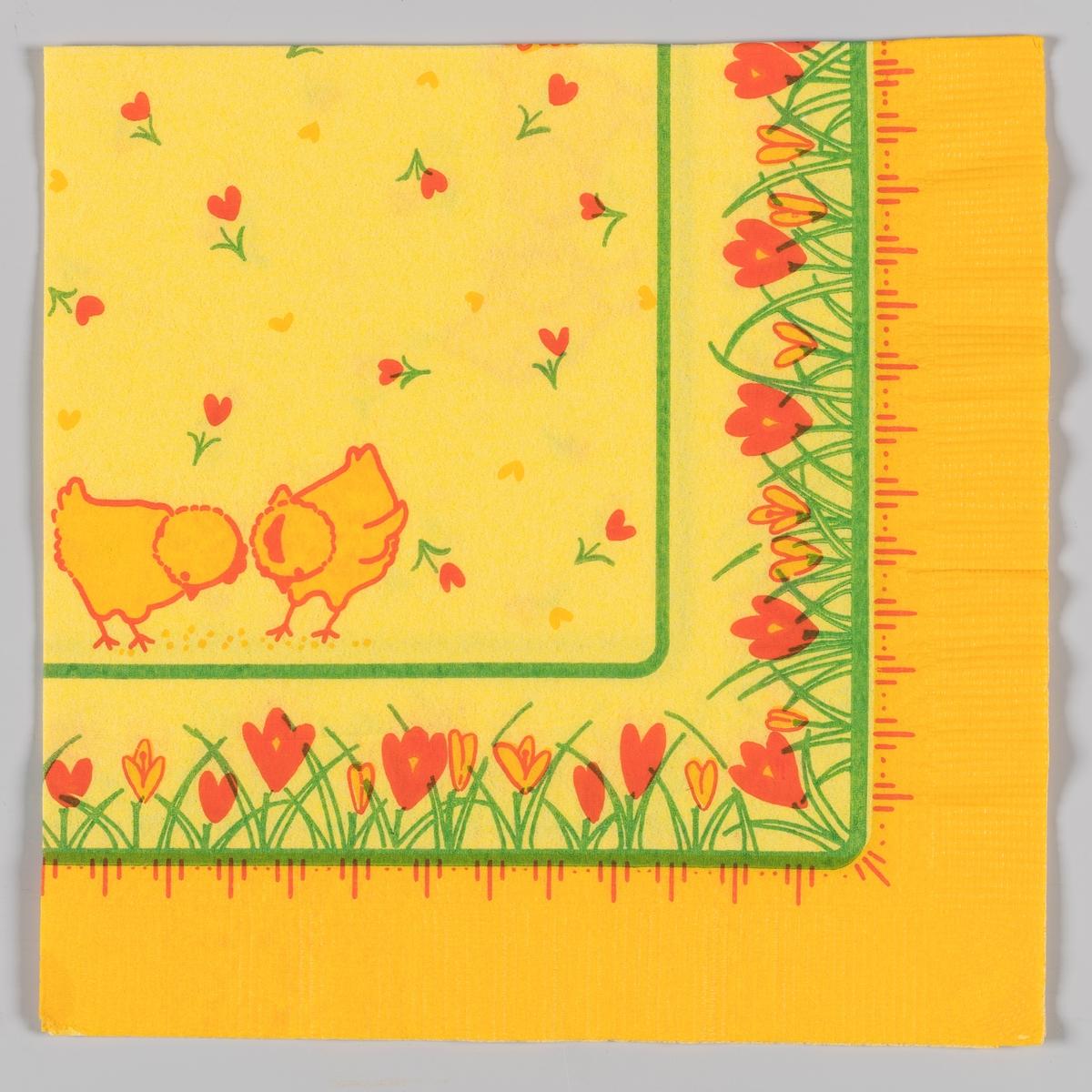 To påskekyllinger, gule hjerter og røde hjerteformede blomster. Grønne kantstriper. Gule og røde krokus langs kanten. Stripe og prikkemønster.