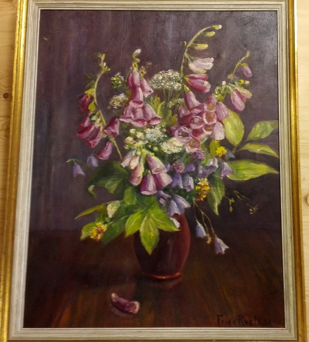 Oval vase med blomst. (revebjøl.ryll.)