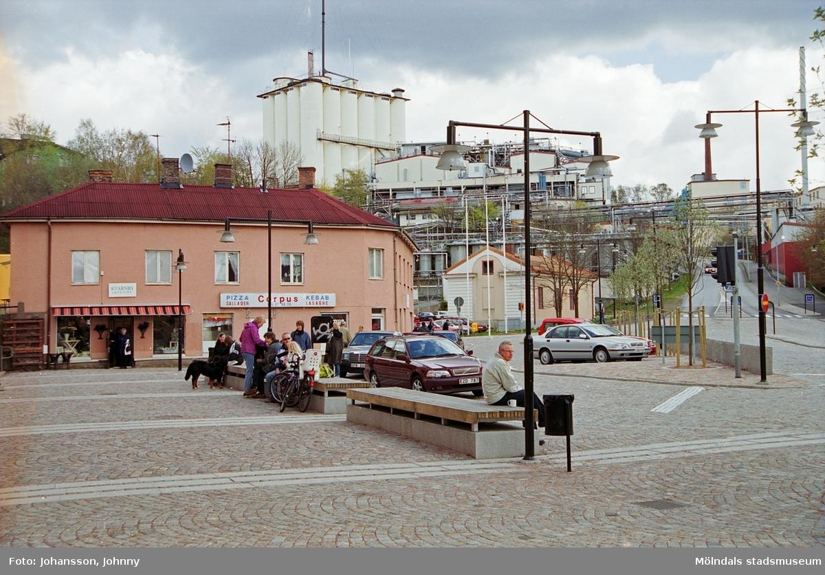 Vy över Gamla torget och Soabs silotorn som ses i bakgrunden.
