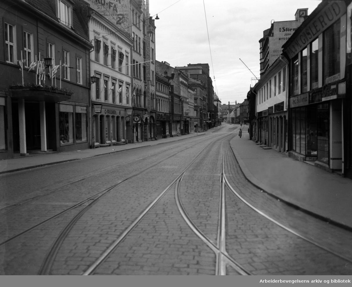 Nattbilder. Storgata kl. 4.40. Juni 1950..