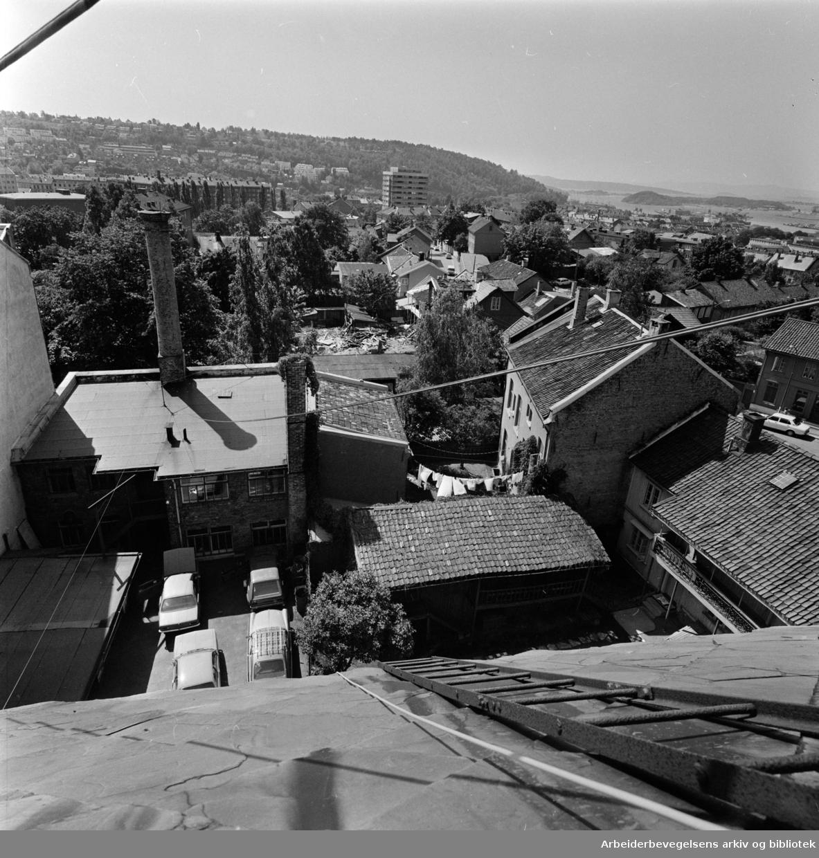 Kampen. Deler av Normannsgata er klar for fornying. Juni 1975