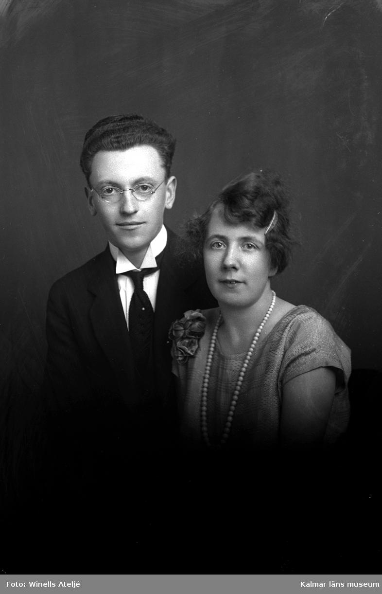 Porträtt av två okända personer.