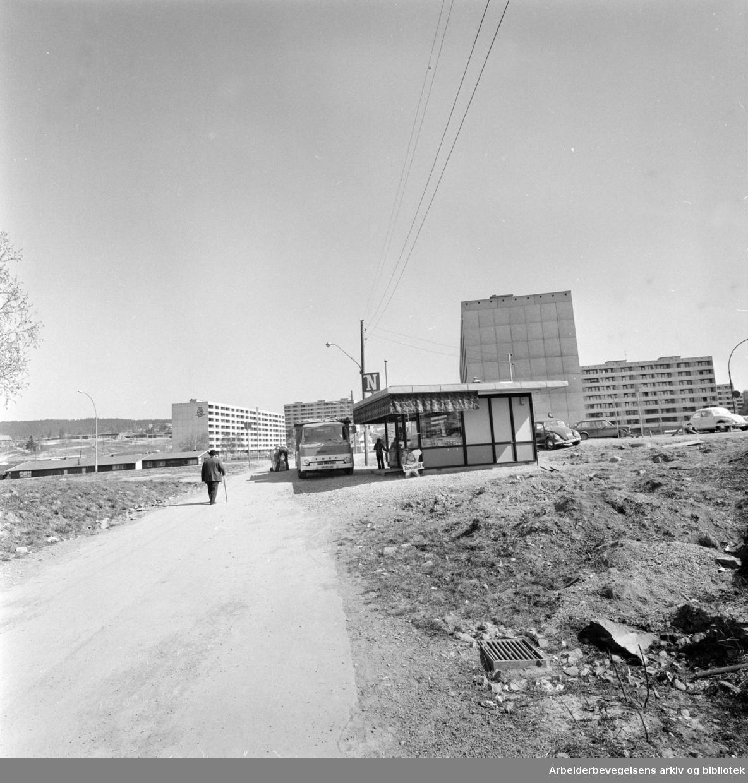 Haugenstua. Narvesen kiosken. Mai 1974