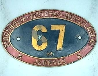 Skylt från ångloket SWB M 67 SJ E6 1706 (1945) NOHAB Nº 1053  Modell/Fabrikat/typ: Svart mitt, röd kant