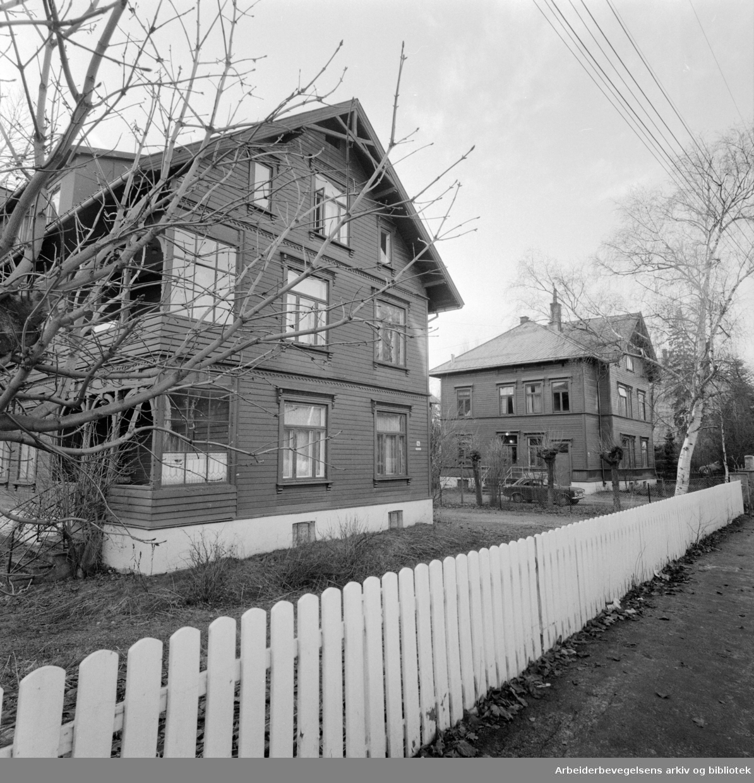 Fagerborg. Beboerne i Fagerborgområdet har sendt protest mot at disse husene skal byttes ut med fire-etasjes blokker. Desember 1975