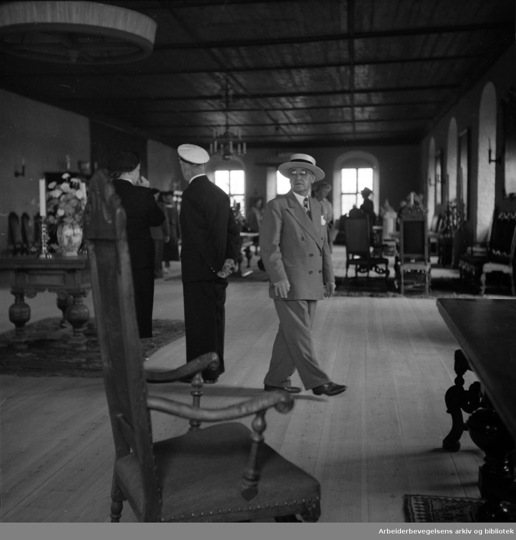 Oslo: Akershus slott. Interiører. August 1952