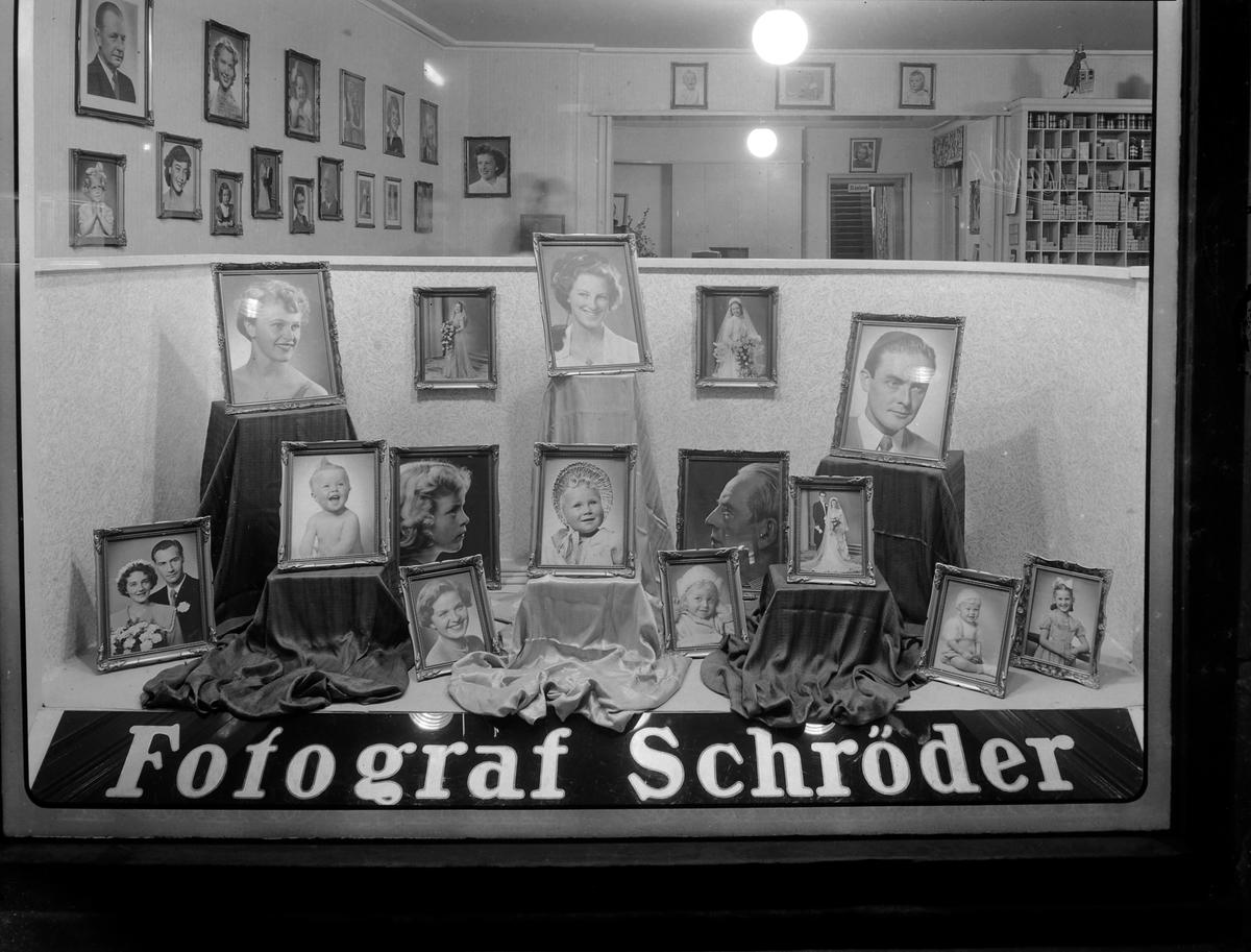 Fotograf Schrøder, utstillingsvindu