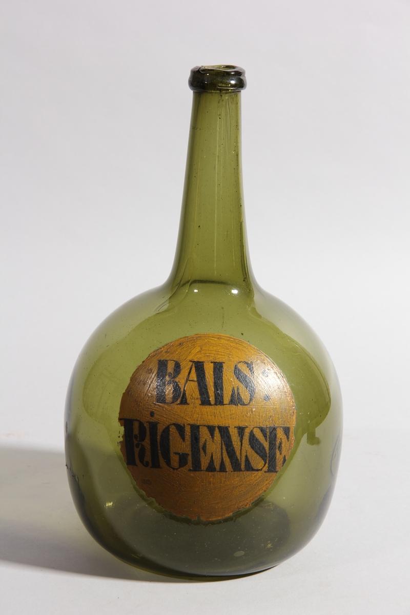 Flaska av grönt glas, rund med platt botten och hög hals.