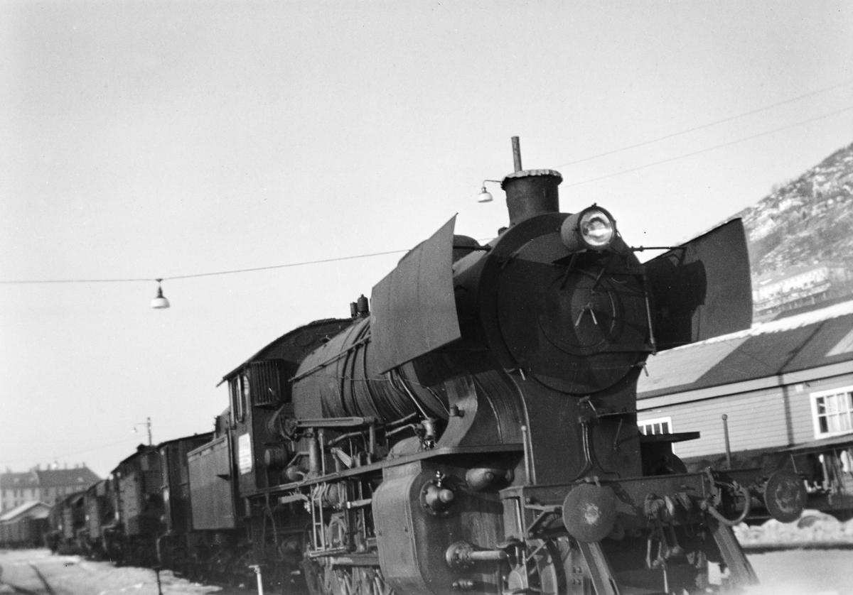 Damplokomotiv type 33a nr. 299 på Bergen stasjon.