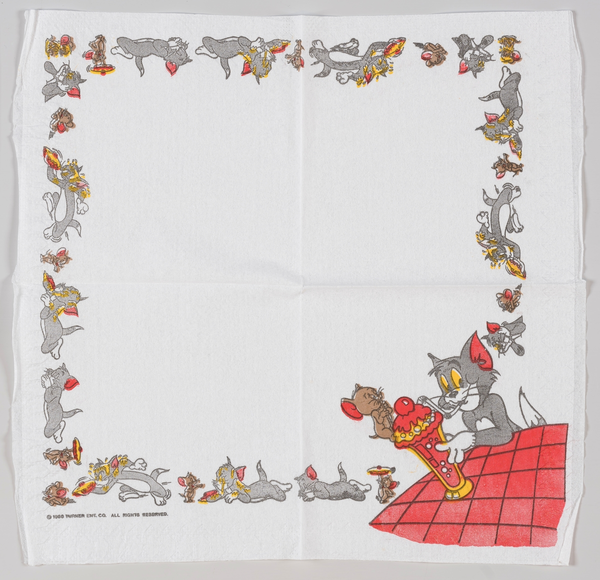Tom og Jerry deler en på en stor softdrink.  Tegneserien om katten Tom og musen Jerry ble laget i perioden 1940 til 1967.