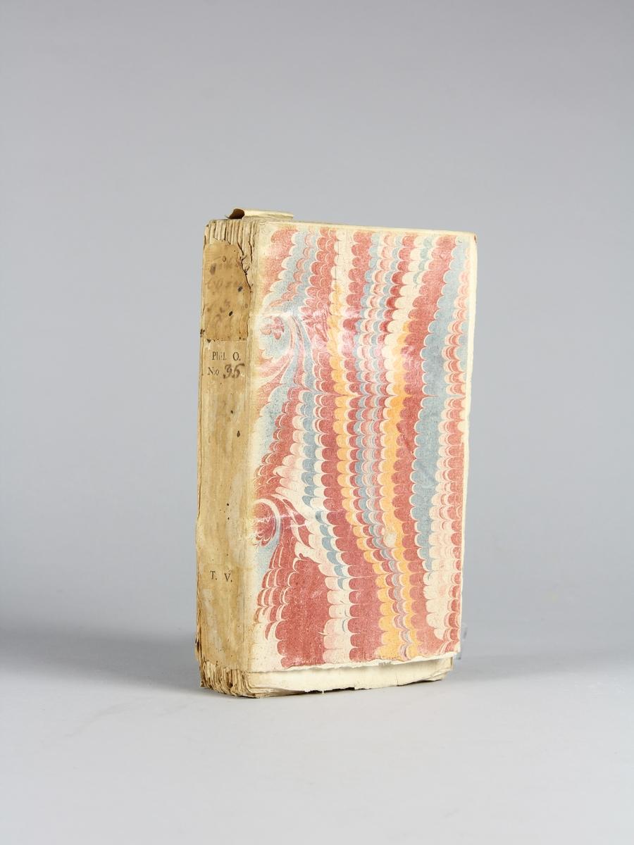 """Bok, häftad: """"Traité de l'opinion, ou mémoires pour servir à l'histoire de l'esprit humain """", skriven av Gilbert Charles Le Gendre, utgiven i Paris 1733. Vol. 3.  Pärm av marmorerat papper, oskurna snitt. Ej uppsprättad. På ryggen påklistrade pappersetiketter med titel (oläslig), samlingsnummer och volymens nummer."""