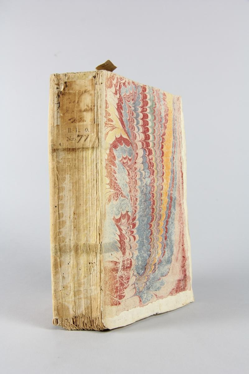 """Bok, häftad, """" Biblioteque des romans"""", del 2, tryckt 1734 i Amsterdam. Marmorerade pärmar av papper, blekt rygg med etiketter med bokens titel och samlingsnummer. Oskuret snitt."""