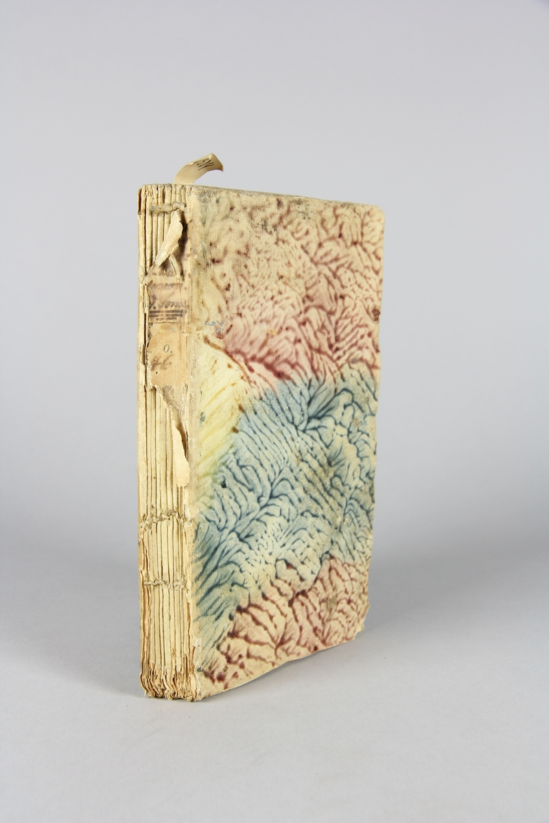"""Bok, häftad,""""Lettres et mémoires de madame de Maintenon/ Mémoires pour servir à l´histoire de madame de Maintenon"""", del 5. Pärmar av marmorerat papper, oskuret snitt. Etikett med titel och samlingsnummer på ryggen, skadad."""
