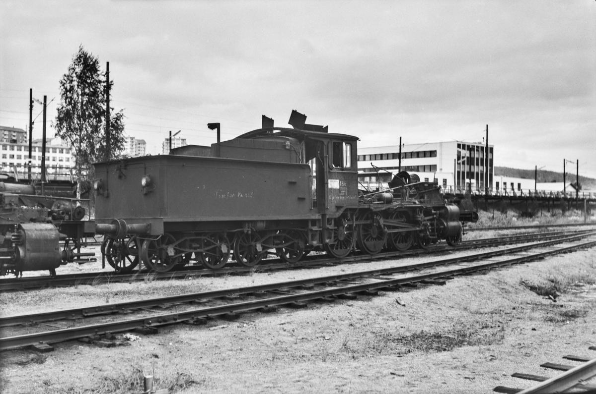 Utrangert damplokomotiv type 18c nr. 186 på Grorud verksted.