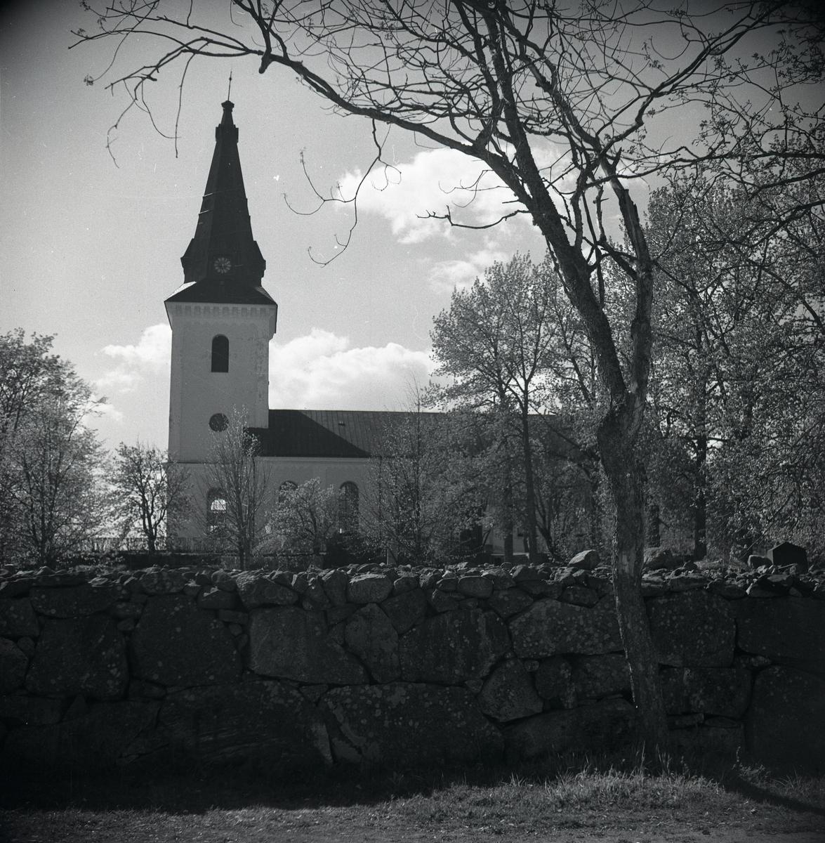 Enångers kyrka, fotograferad från sidan.