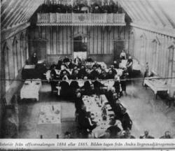 Interiör av officersalongen på Malmen vid middag. Avfotograf