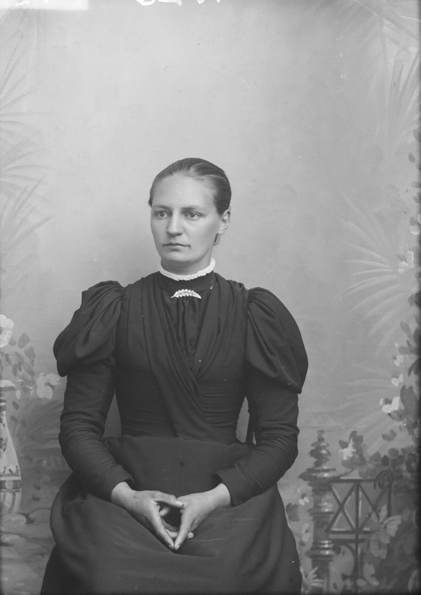 Portrett, brystbilde, Karen Korstad