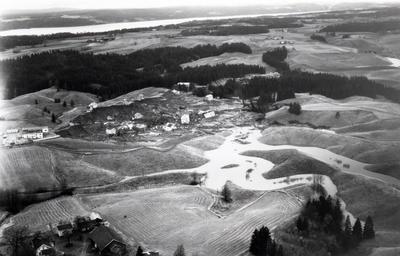 Oversiktsbilde over rasområde på Skjønhaug i Trøgstad hvor flere boliger er ødelagt, 29.oktober 1967.