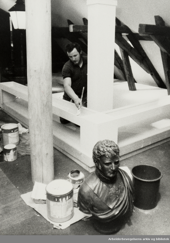 Bymuseet. Frogner Hovedgård. Utstilling, innredninger. Det arbeides for å bli ferdig til åpningen av det nyombygde bymuseet i morgen. September 1985