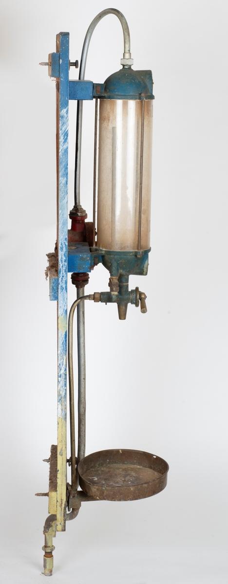 Bensinpumpe BP Glasstank og røropplegg påmontert treplate