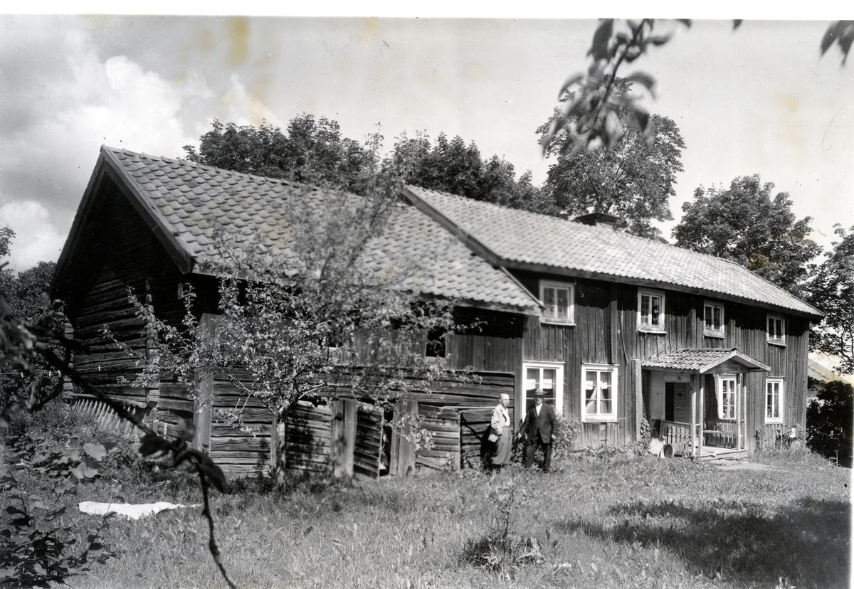 """Karbenning sn, Örbäcks by, """"Anders Lars'' gård. Mangårdsbyggnad med källarbod."""