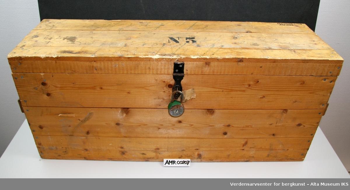 Form: Montert/umontert verktøy, i spesialinnredet kiste