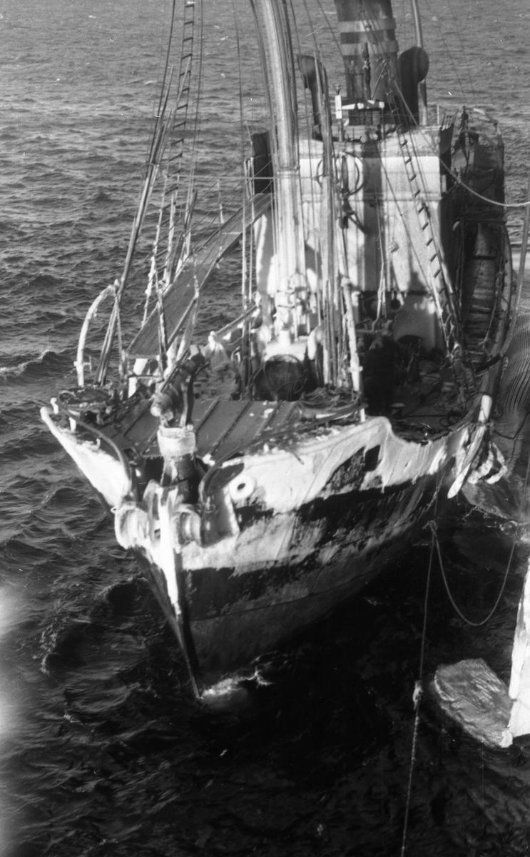 En nediset Suderøy IV på besøk. Suderøy på fangstfeltet.