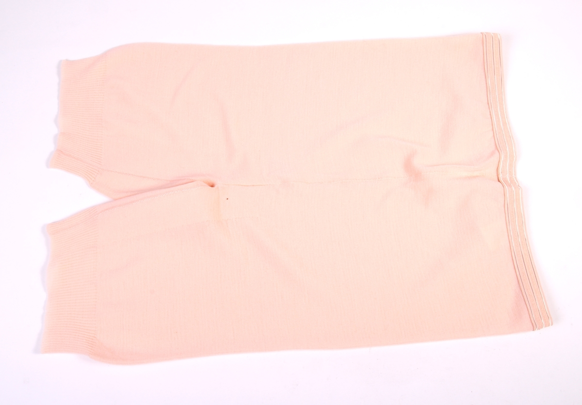 Ullunderbukse for dame med original papiretikett.