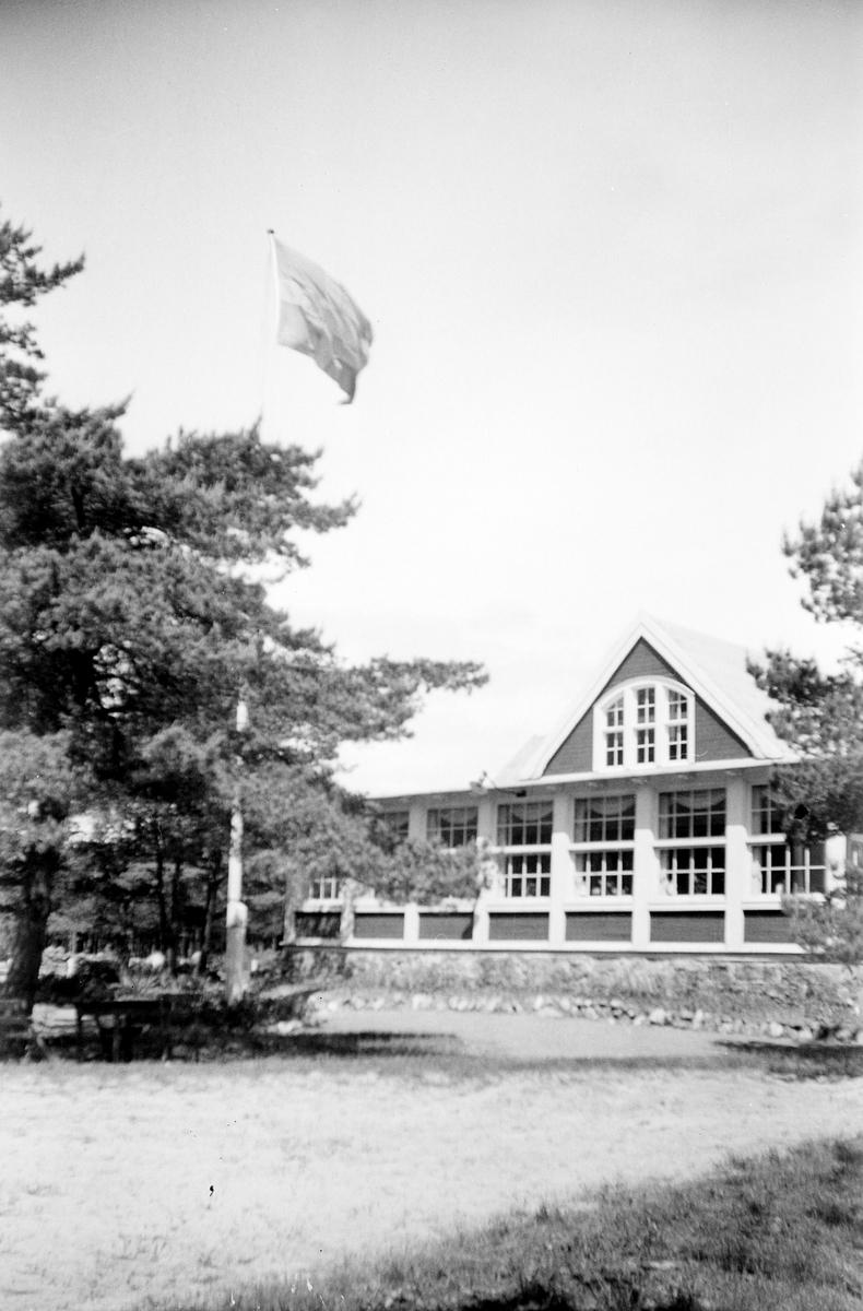 Restaurangbyggnaden vid Hälleviks havsbad.