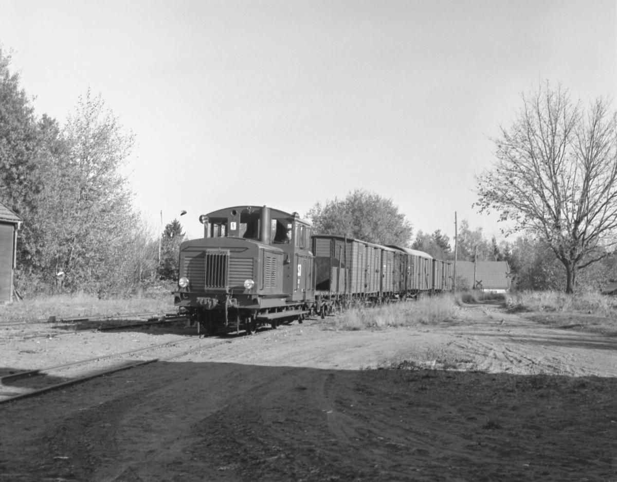 Statens Järnvägar, SJ Z4p 313 med tåg.