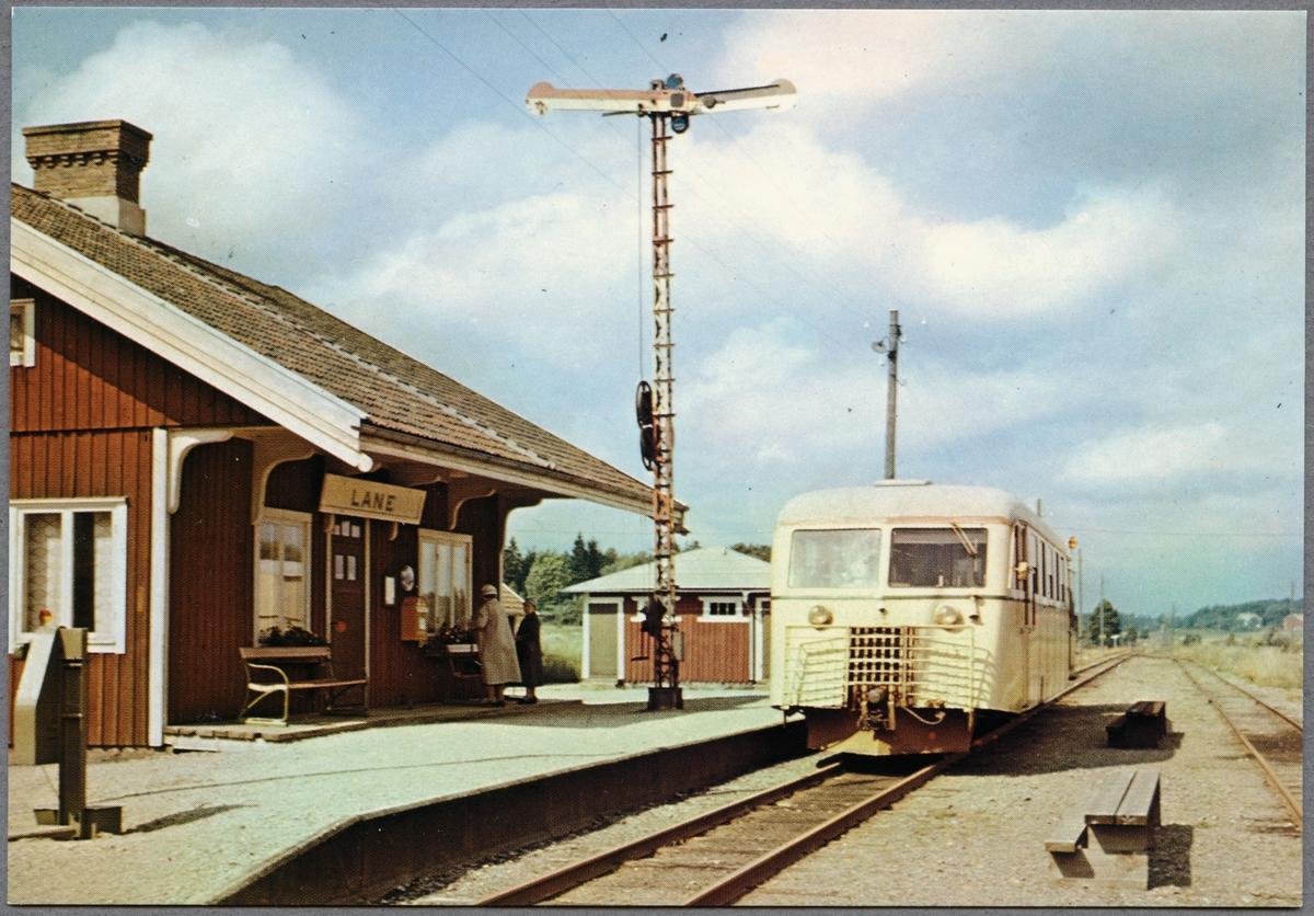 Lane station. På spåret motorvagn tillhörande Statens Järnvägar, SJ Yo1p 726.