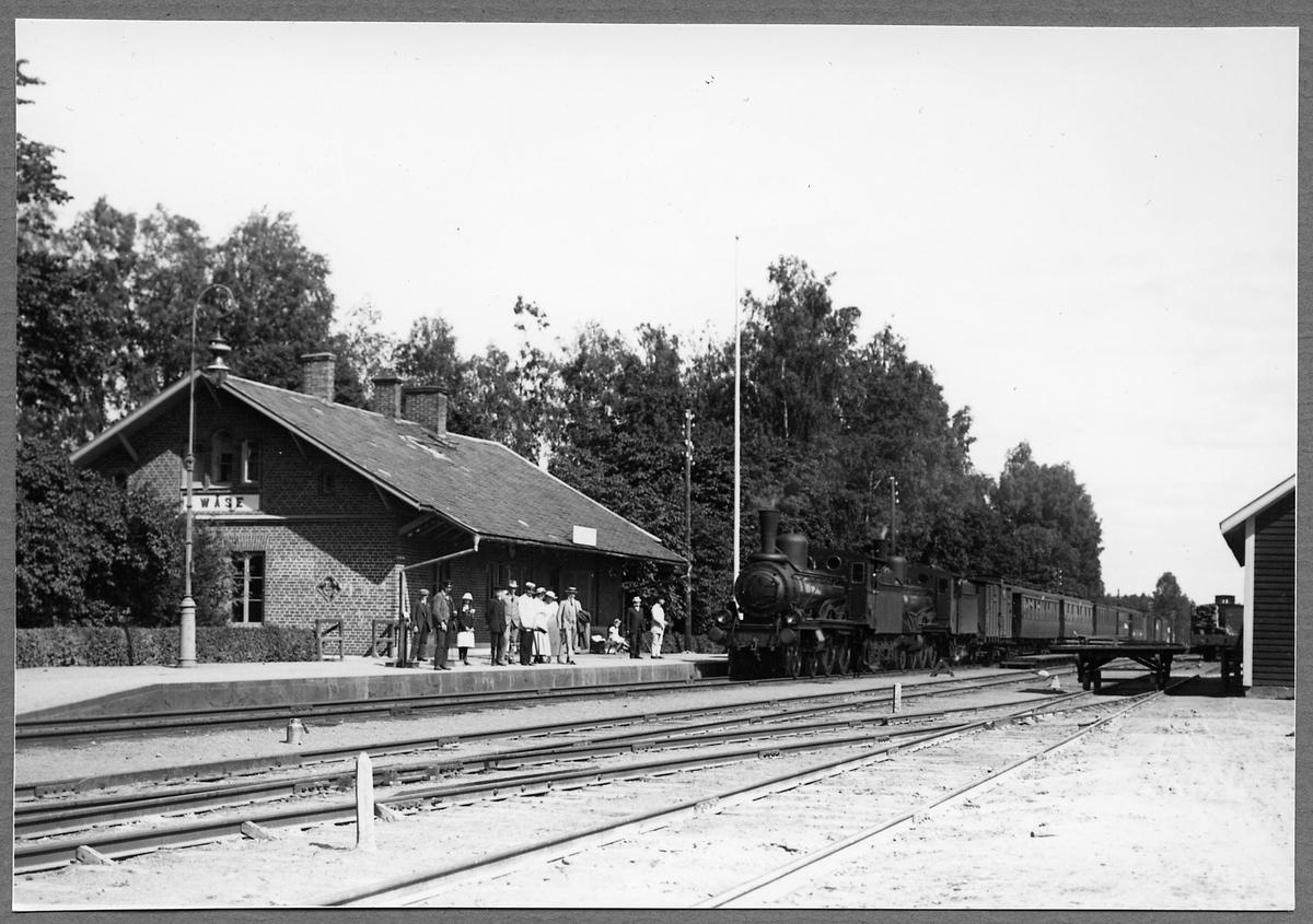 Väse järnvägsstation med lokkopling. Statens Järnvägar, SJ Cc 528.