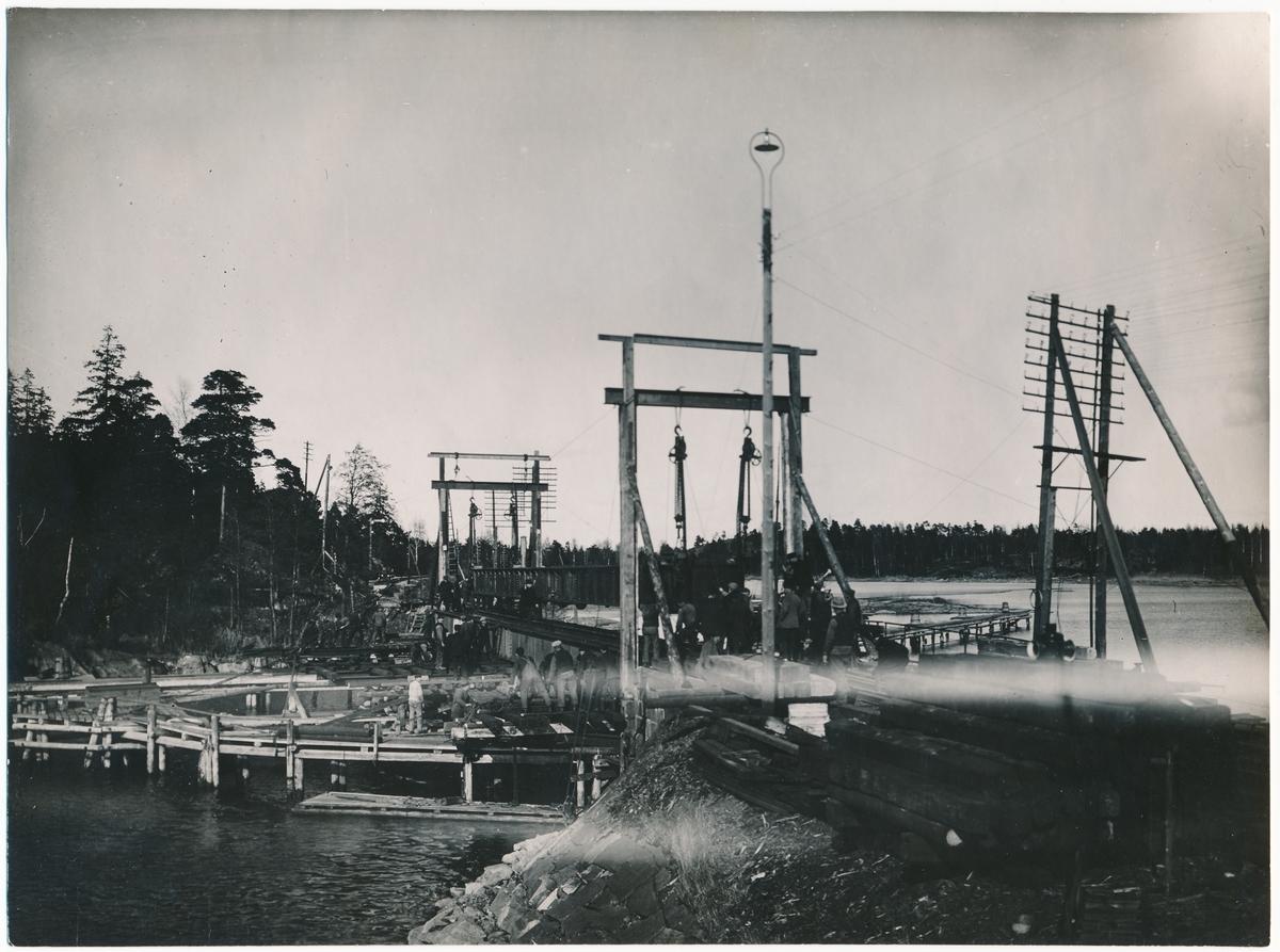 Byte av svängbro i Köpmannebro.