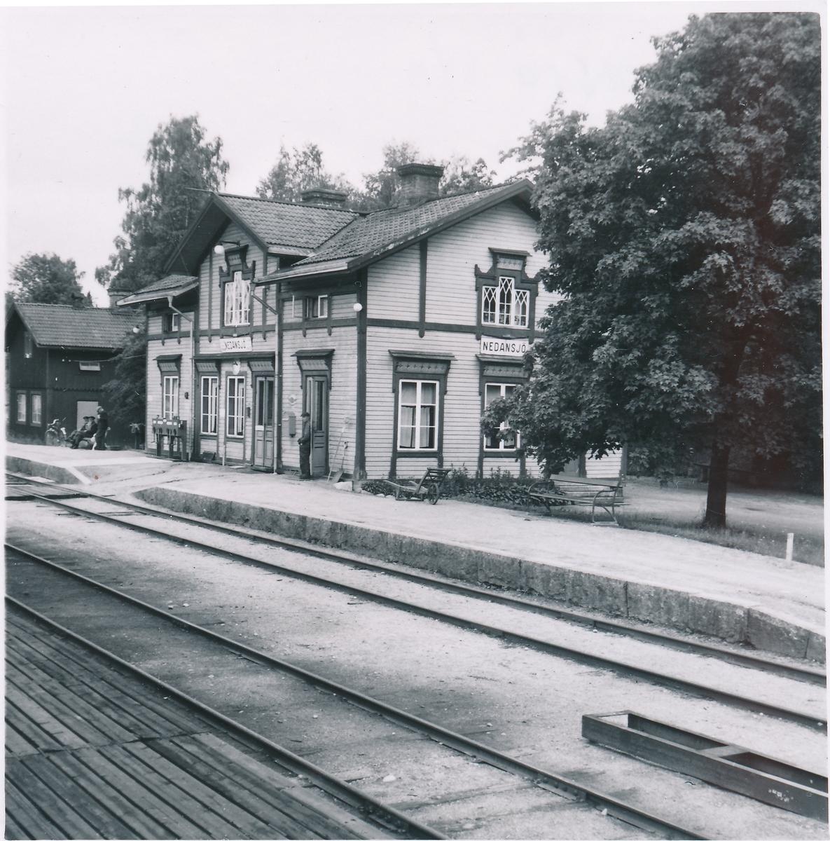 Nedansjö station