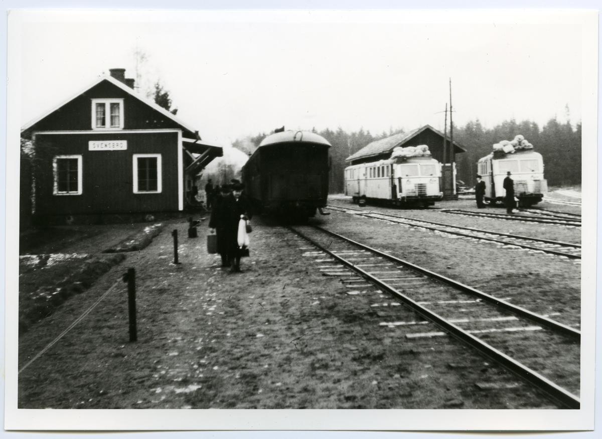 Ånglok och Hilding Carlsson motorvagn vid Svensbro Station.