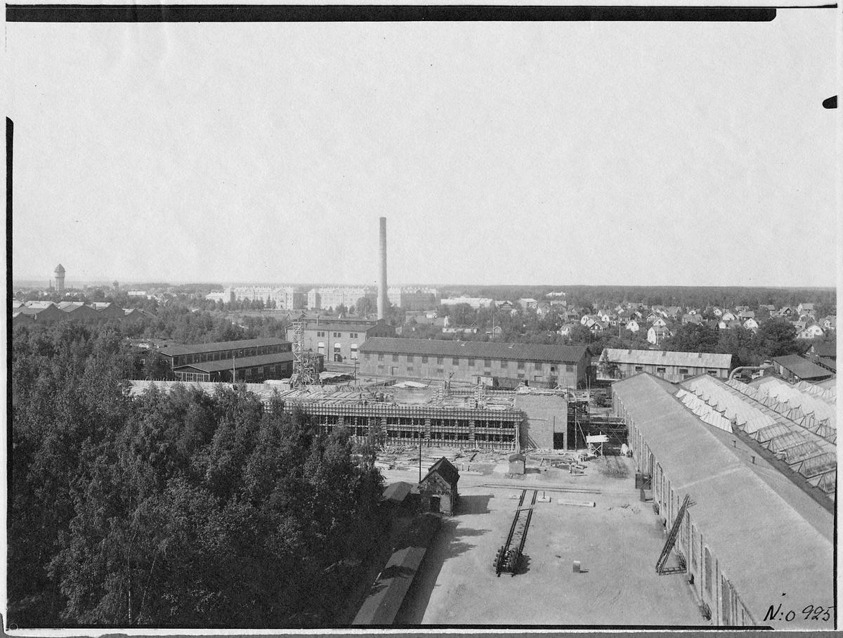 Snickeri och tapetserarverkstad under uppbyggnad. Centralverkstäderna, Örebro.