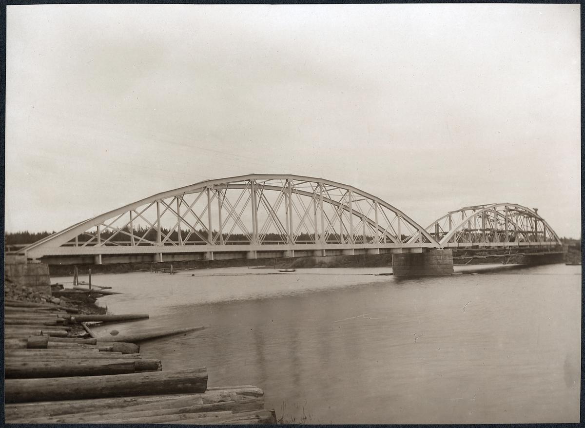 Järnvägsbron över Vanån på linjen mellan Vansbrooch Van.