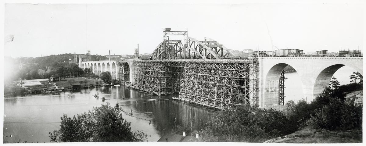 Bygget av Årstabron.