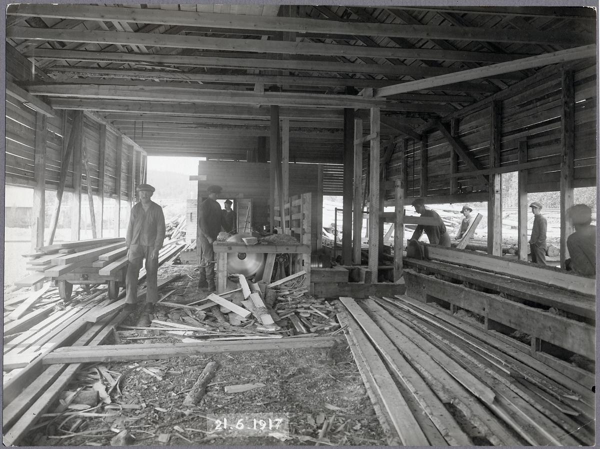 Interör från sågen vid brobygget över Öreälven.
