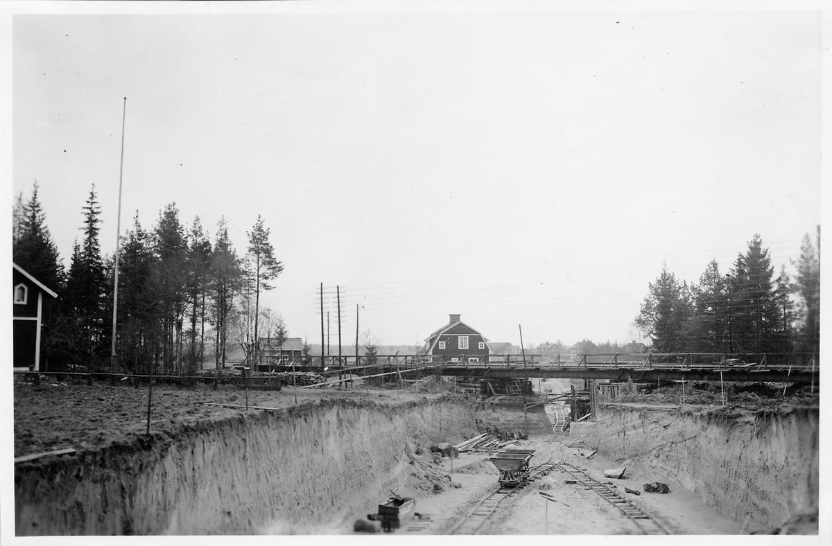 Byggandet av vägport vid Brovallen.